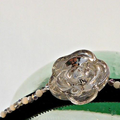 Křišťálová růže na černé