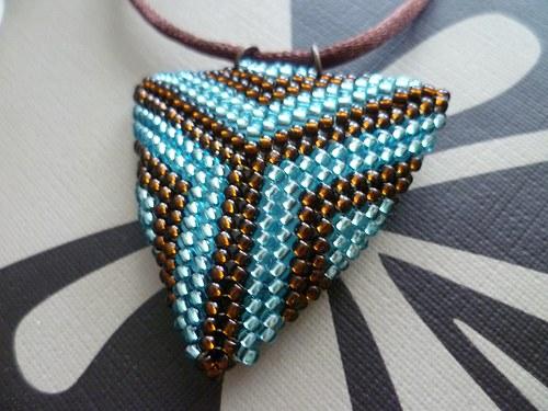 trojúhelník hnědo-tyrkysový