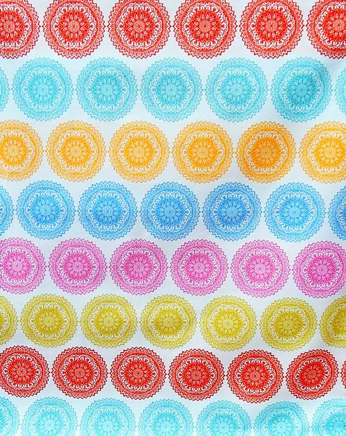 Látka s potiskem, barevné mandaly na tyrkysové