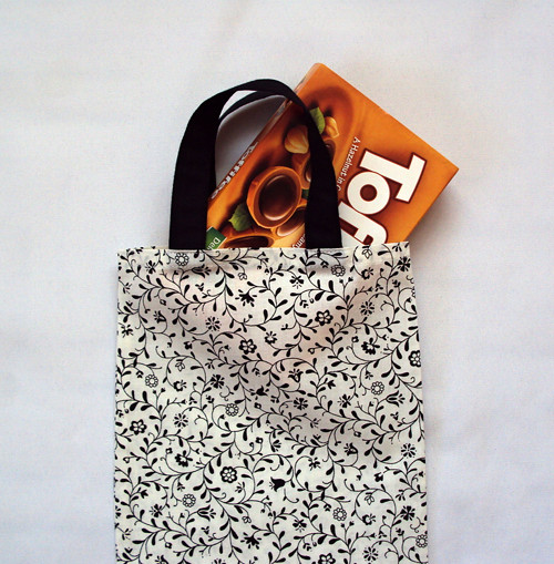 Nákupní taška - černobílá kytička