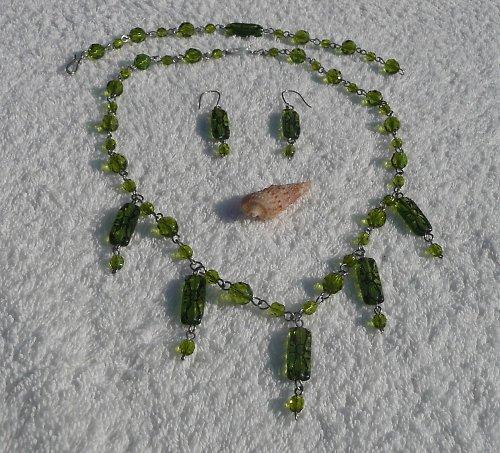 zelenkavý...