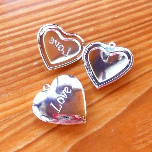 Srdcový Medailon Love - 1ks - Stříbrný
