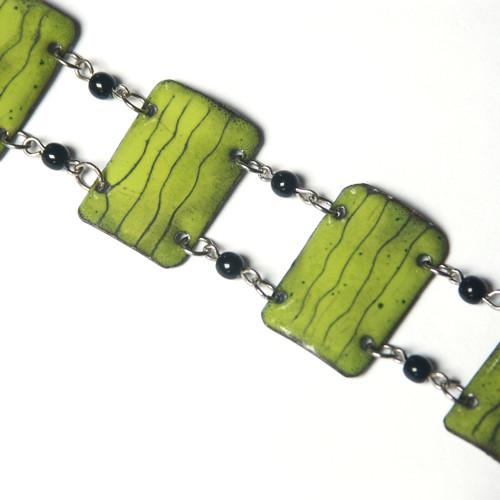 Zelený s čárkami - smaltovaný náramek