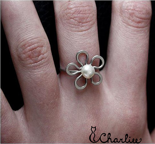 Tepaný prsten - KVĚT - PERLA radosti - chir. ocel