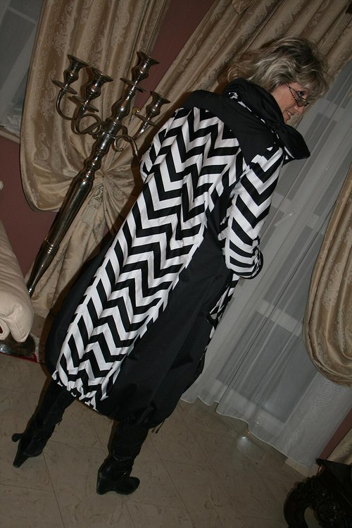 Elegantně sportovní kabát typu Chanel