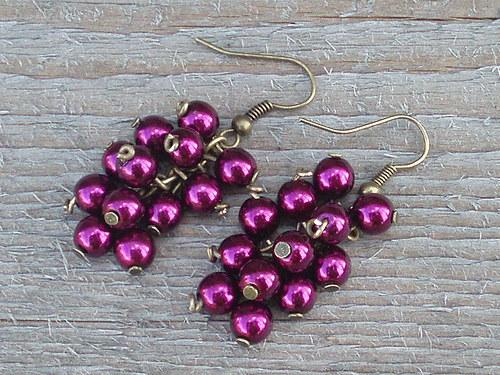 Temně fialové hrozny