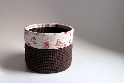 Košík - Hnědý tmavý   obšitý   růžičky