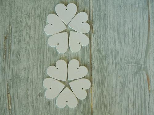 Srdíčka bílá s dirkou 4 cm 9 kusu