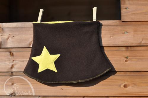 Hvězdný nákrčník hnědo-žlutý