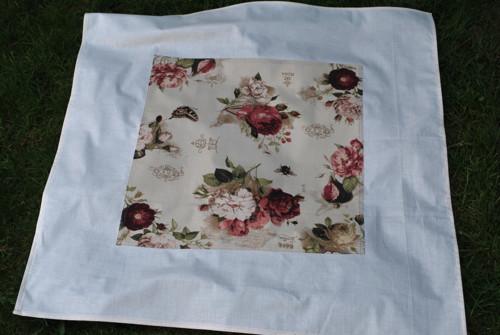 Louka plná růží ubrus 84 x 84cm