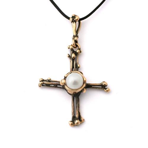 Křížek s perlou