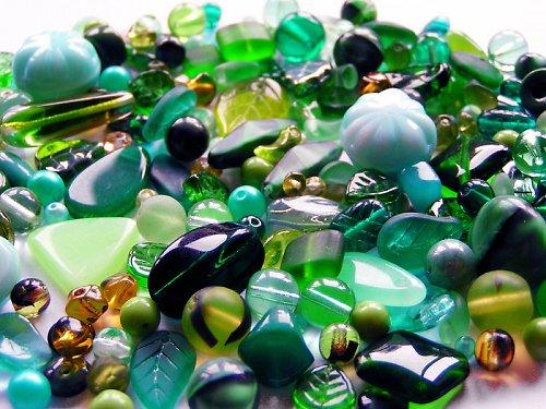 Tmavě zelená směs (mačkané korálky)