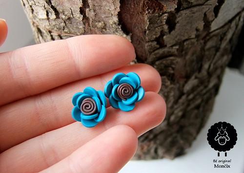 Modro-hnědé květinky