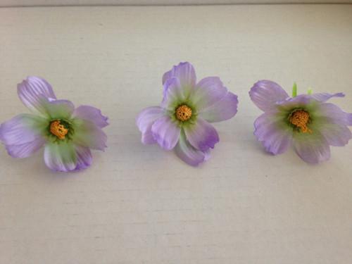 Umělá květina světle fialová