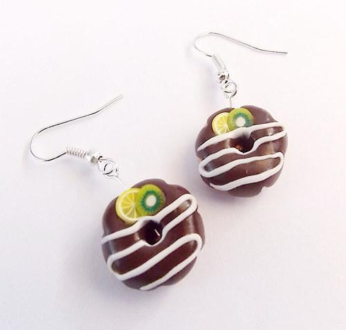 Donutky s čokoládovou polevou, kiwim a citronem