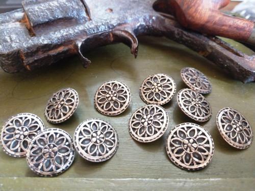 Starožitné kovové knoflíky 11ks 2,3 cm č.15