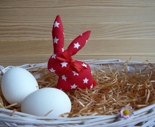 Zajíček - červenobílé hvězdičky, červená mašle