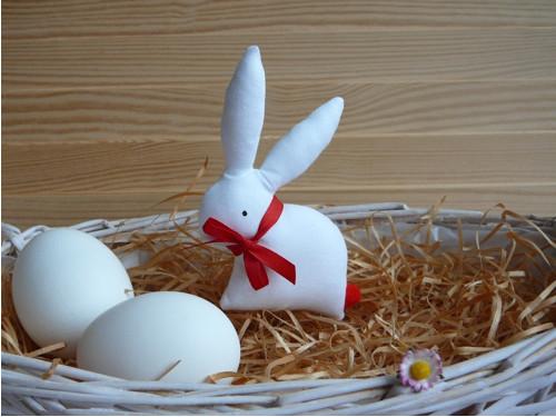 Zajíček - bílý zajíček, červená mašle