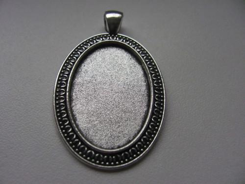 Kovové lůžko stříbrné  oválné -  20x30 mm