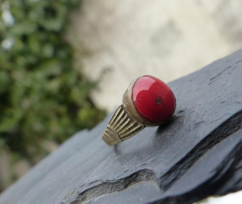 V odlessku korálovém...starožitný prsten