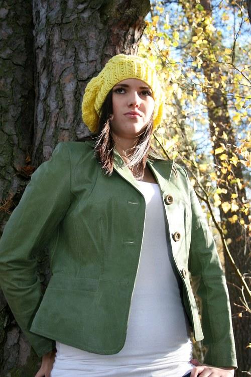 Pletený žlutý baret