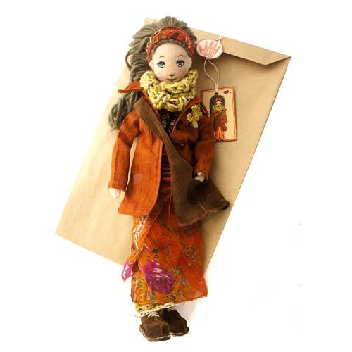 Saffron - autorská panenka z plyše