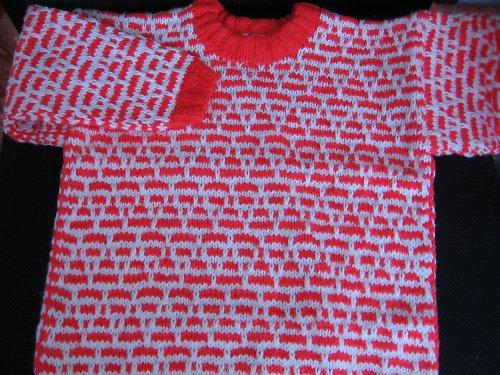 Červeno-bílý svetr