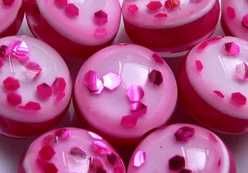 Plastové kuličky s glitry 8 mm - tm. růžová / 4 ks
