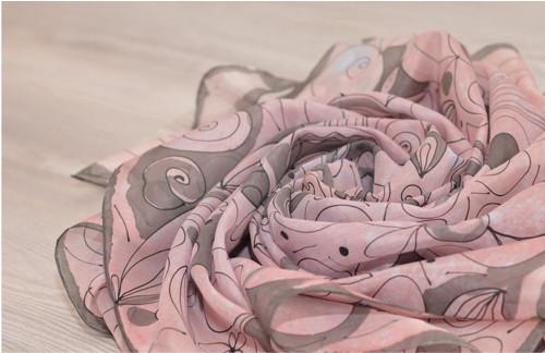 Kvietková maľovaná hodvábna šatka.