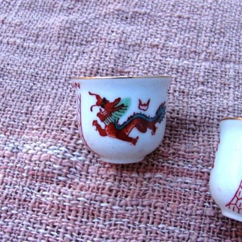 kalíšek na zelený čaj s drakem