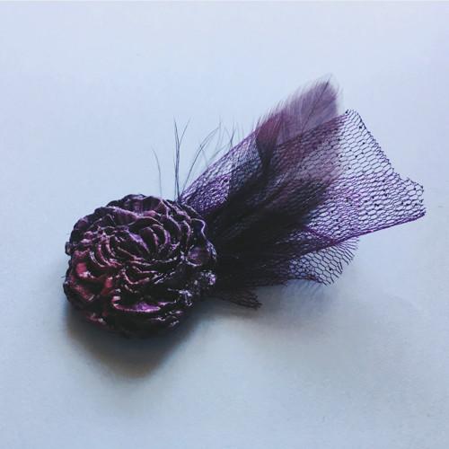 Květinová brož - fialová