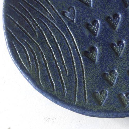 Modrý srdíčkový - keramický talíř