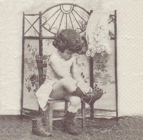 Ubrousek vintage - holčička