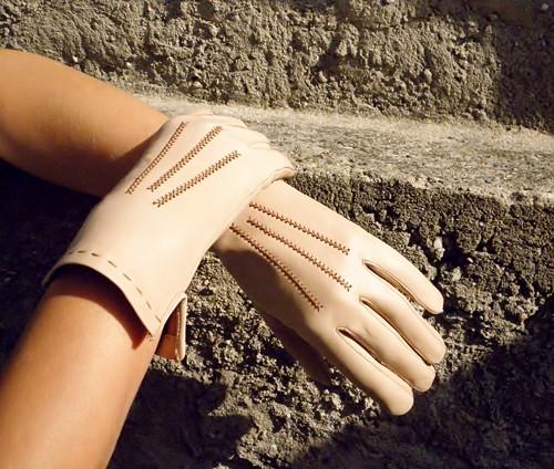 Béžové dámské kožené rukavice bezpodšívkové