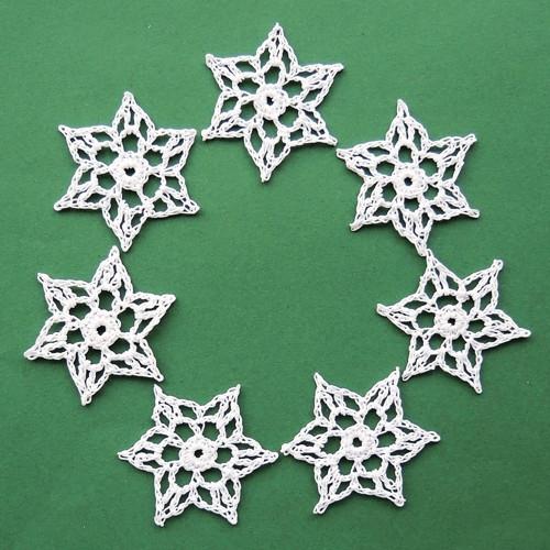 Háčkované hvězdičky - malé, bílé