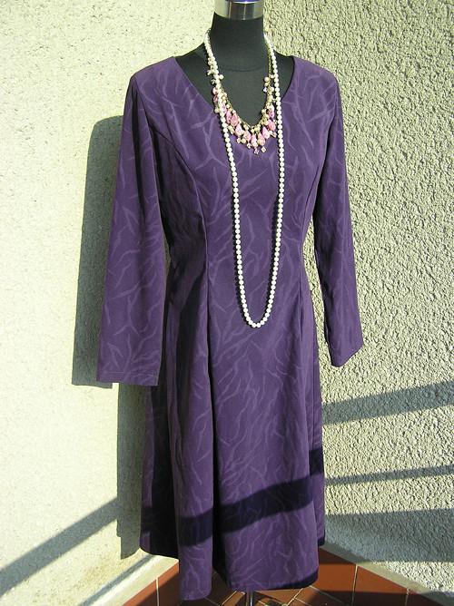 Šaty temně fialové, princess střih