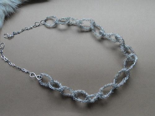 řetěz z drátku upletený