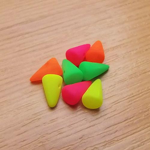Neonové spiky 5 x 8mm - směs