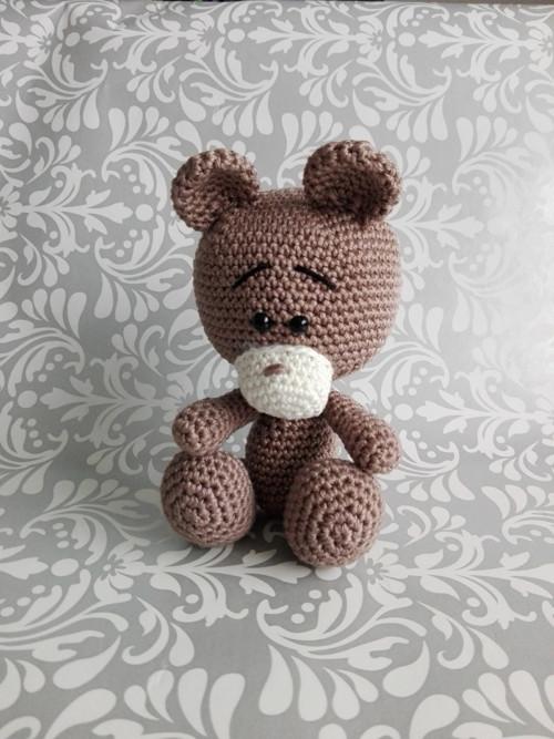 Háčkovaný medvídek Hnědošeďulka