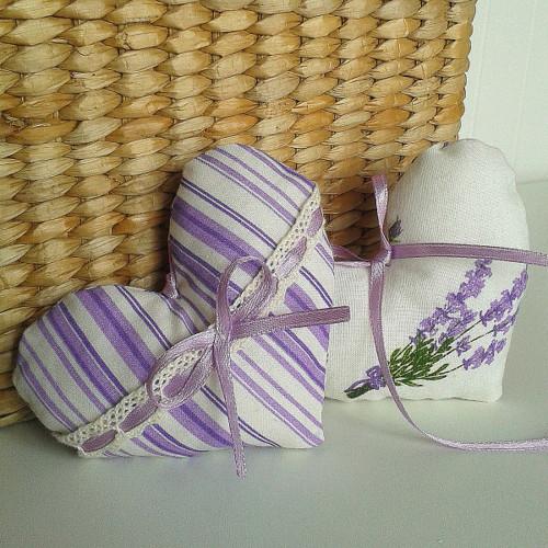 Srdíčko - fialový proužek s krajkou