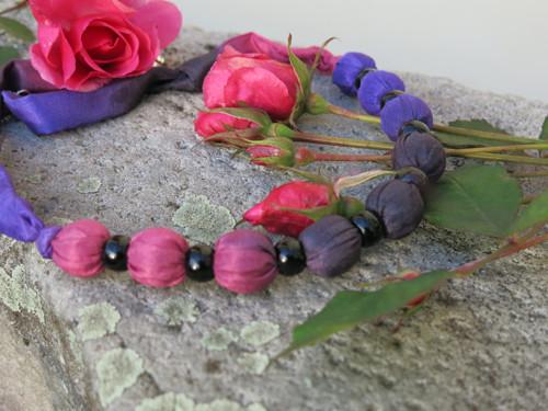 Korále -  fialová, růžová, černá ...