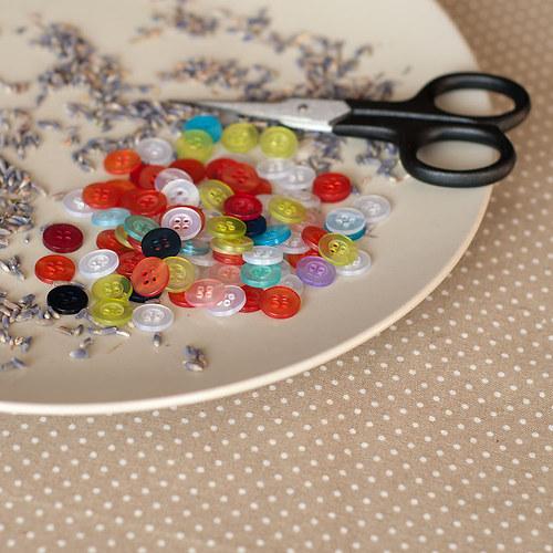 10 ks plastový knoflík mix barev