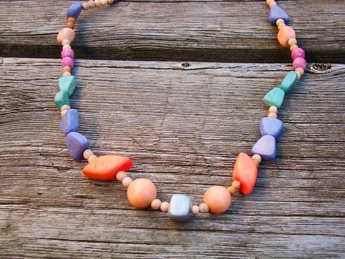 náhrdelník barevný dřevěný