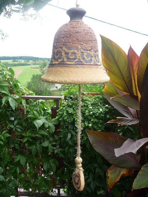 Keramický zvon -s ulitami-červený-11cm
