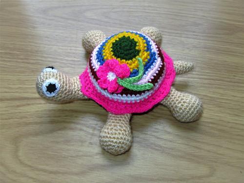 Návod na háčkovanou želvu s kytičkou