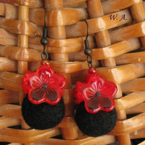 Kvetoucí náušnice, červeno-černé