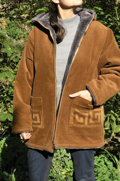 Hnědý kabátek s chlupem - Meandr