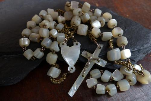 Starožitný růženec  z perleti