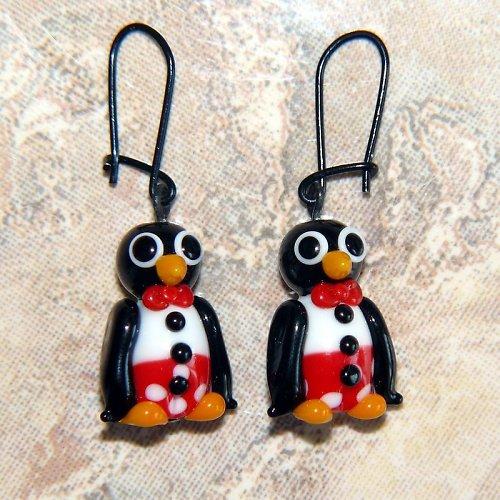 Náušnice tučňák v červených kalhotech