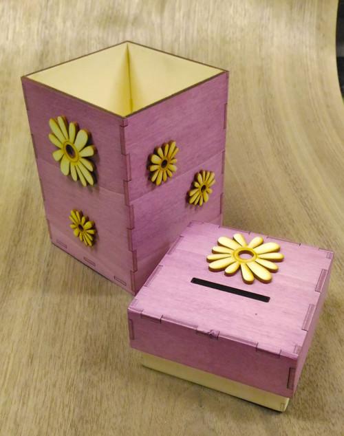 Originální dřevěná kasička fialová s kytkami